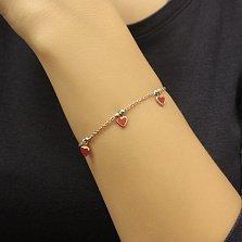 Детский золотой браслет Любовь с подвесками-сердцами в красной эмали