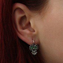 Серебряные черненые серьги Строгая сова с зелеными фианитами