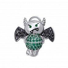 Серебряный кулон Влюбленный чертик с зелеными алпанитами и черным цирконием