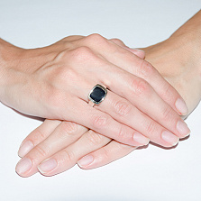 Серебряное кольцо с агатом и вставкой золота Классика