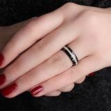 Керамическое кольцо с фианитами Зеркальный блеск