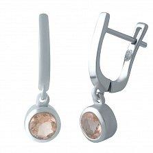 Серебряные серьги-подвески Вартия с завальцованными нано морганитами в бледно-оранжевом цвете