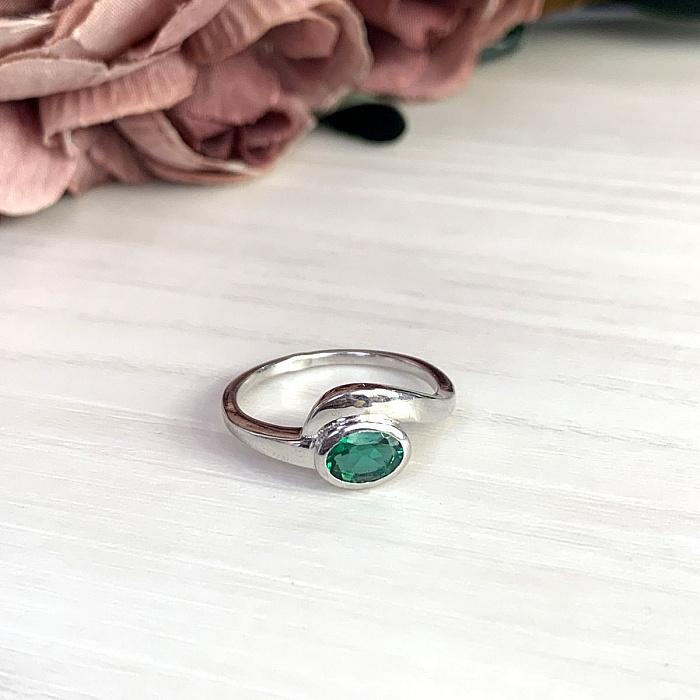 Серебряное кольцо с синтезированным изумрудом и родированием 000128926 000128926