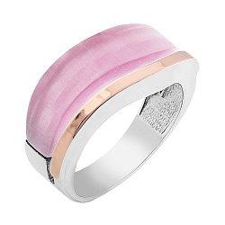 Серебряное родированное кольцо с золотой вставкой и розовым улекситом 000100096