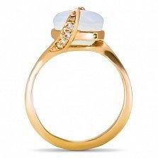 Золотое кольцо Хетевей в красном цвете с узорным кастом и опалом