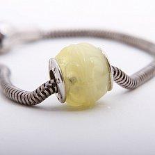 Шарм из лимонного янтаря с внешней гравировкой Гербовые лилии на серебряной основе
