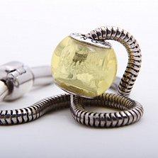 Шарм из лимонного янтаря с внутренней гравировкой Китайский дракон на серебряной основе