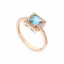 Золотой перстень Триумф с голубым топазом и дорожкой белых фианитов на шинке