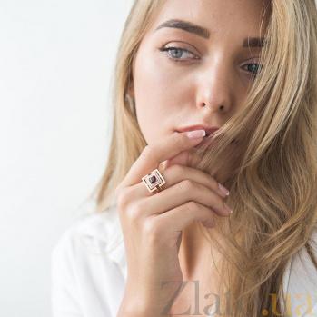 Золотой перстень Примадонна с фантазийной шинкой, гранатом и фианитами 000082330