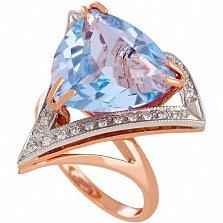 Золотое кольцо с голубым топазом и фианитами Диамара