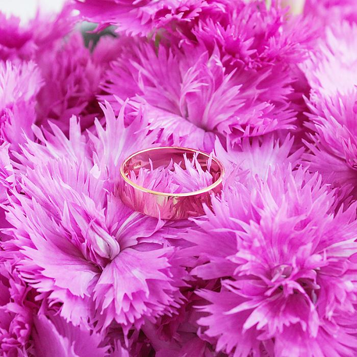 Золотое обручальное кольцо Классический стиль в красном цвете 000005240