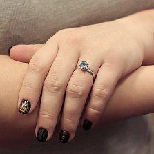 Золотое кольцо Королевское согласие в белом цвете с голубым топазом и фианитами