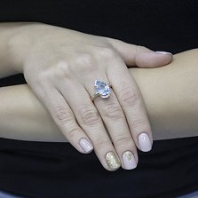 Золотое кольцо Оливия с голубым топазом и белыми фианитами