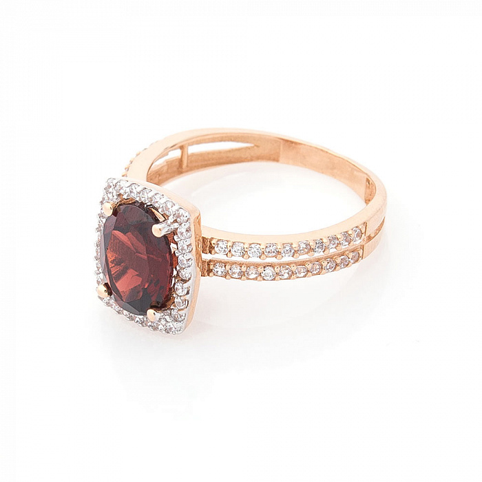 Золотое кольцо Алана с дорожками фианитов на шинке и гранатом 000082338