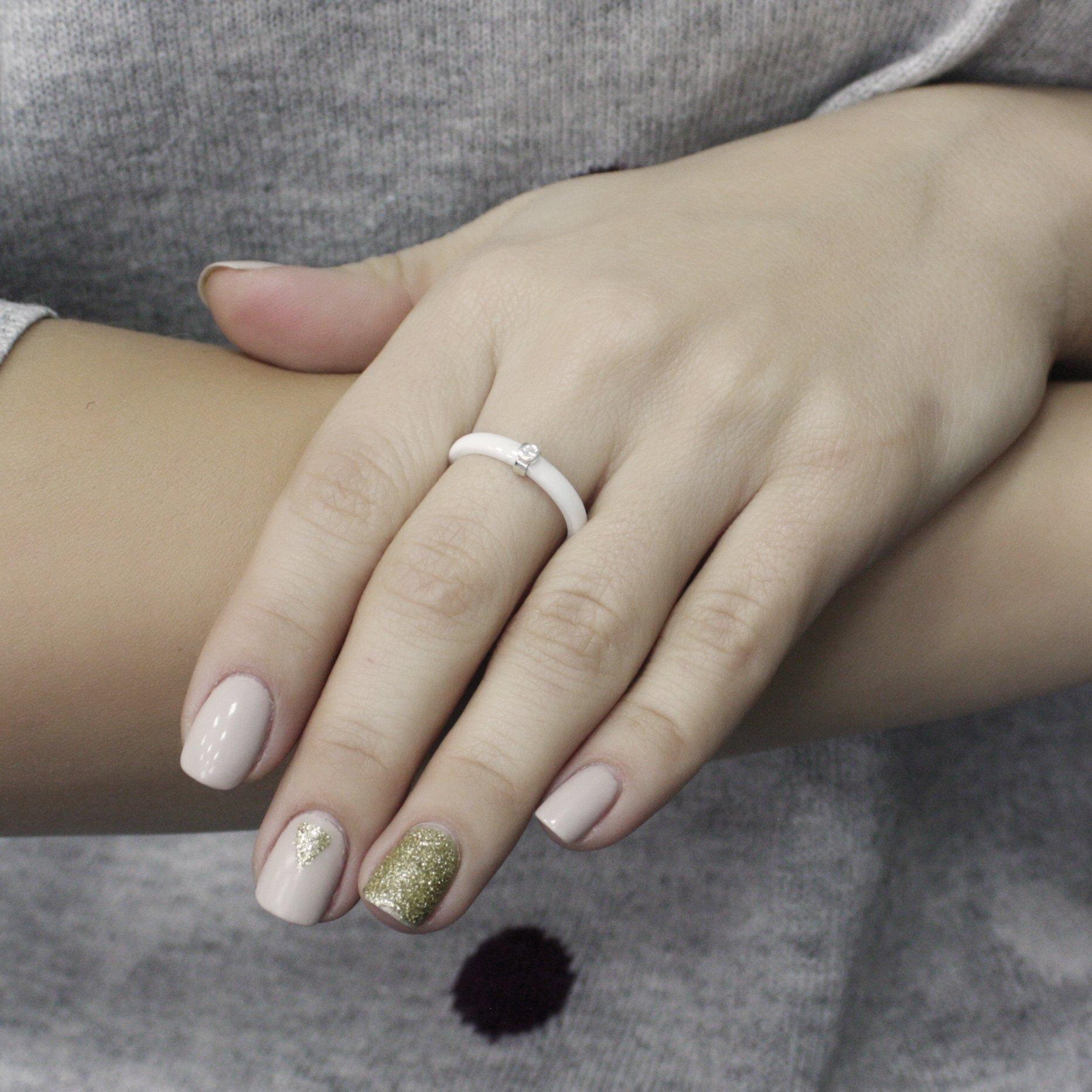 Серебряное кольцо Ваена с белой керамикой и фианитом