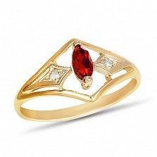 Золотое кольцо Сабрина с узорной шинкой, синтезированным рубином и фианитами