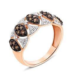 Узорное кольцо в комбинированном цвете золота с коньячными и белыми бриллиантами 000131427