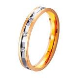 Золотое обручальное кольцо Сияние влюбленных сердец с дорожкой из трех фианитов