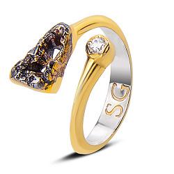 Серебряное кольцо Октавия в комбинированном цвете с цирконием, позолотой и чернением