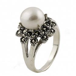 Серебряное кольцо Эмилия с жемчугом и марказитом