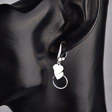 Серебряные серьги-подвески Два сердца с геометрическим кругом