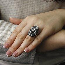Кольцо Маро из белого золота с узорами, белыми и черными бриллиантами