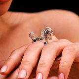 Эксклюзивное кольцо Конь с сапфирами, рубинами и бриллиантами