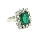 Золотое кольцо с бриллиантами и изумрудом Nature