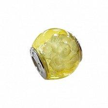 Шарм из лимонного янтаря с внутренней гравировкой Раскрытый бутон на серебряной основе