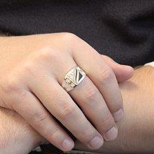 Серебряный перстень-печатка Мужественный стиль с фианитом и узорной шинкой