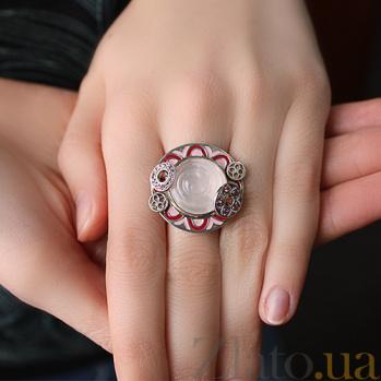 Серебряное кольцо Марион с розовым кварцем, гранатами и эмалью 000030669