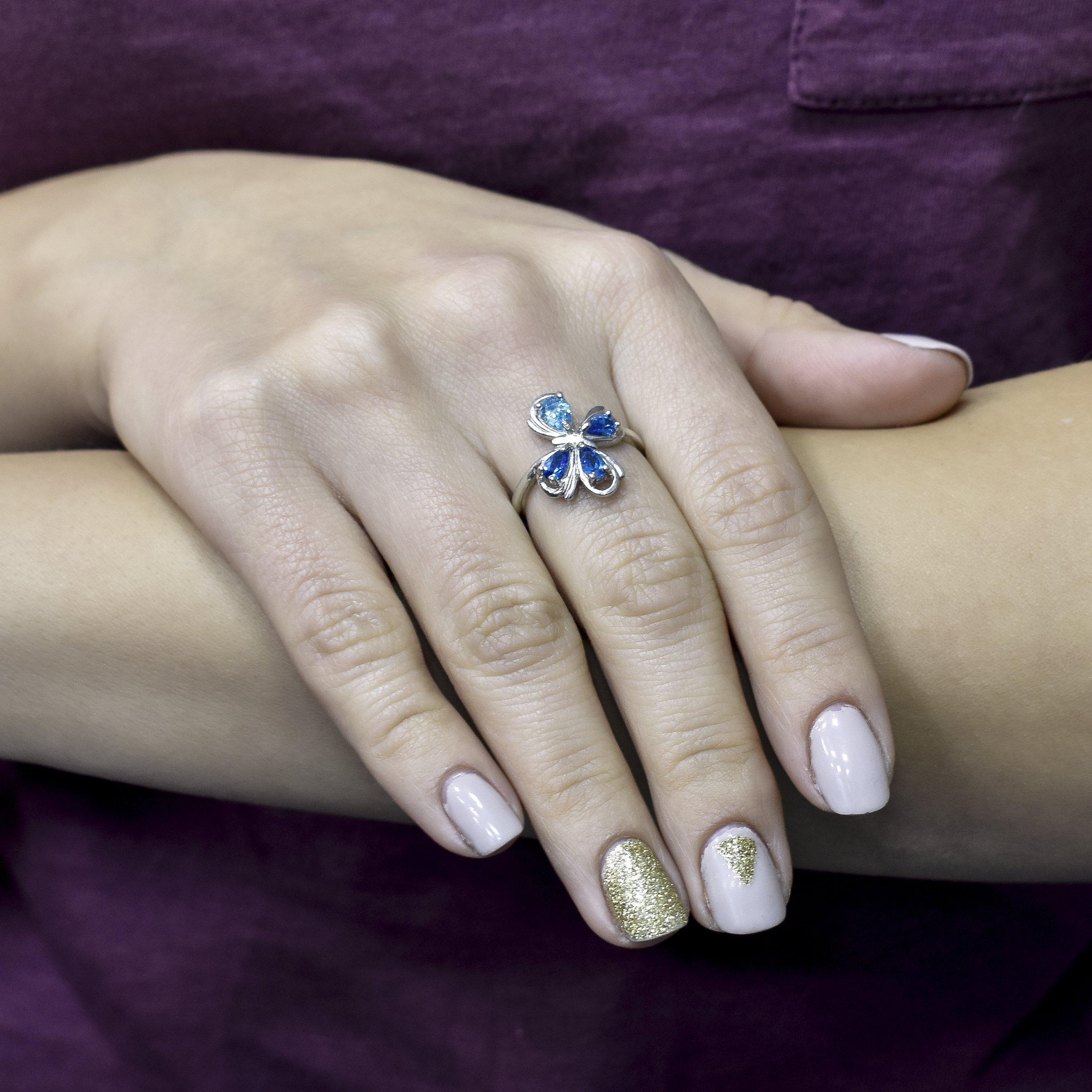 Серебряное кольцо Игривая бабочка с голубым и синими фианитами