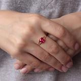 Золотое кольцо Кушон с корундом рубина
