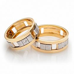 Обручальное золотое кольцо Стильная мозаика