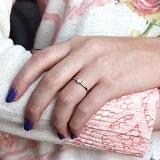 Золотое кольцо Солид в белом цвете с бриллиантом