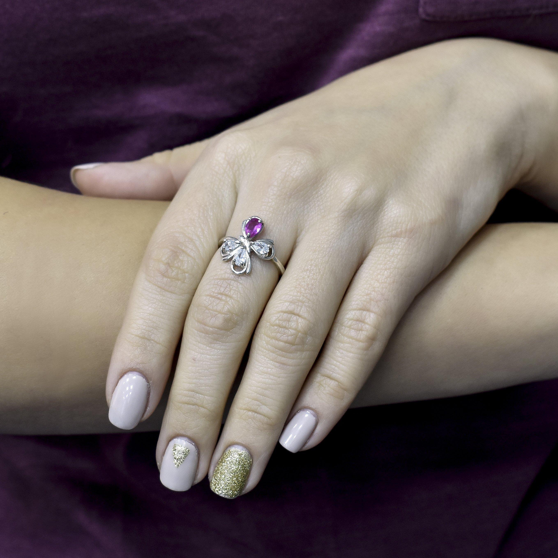 Серебряное кольцо Игривая бабочка с фиолетовым и белыми фианитами