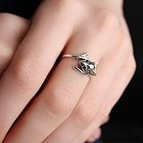 Серебряное кольцо с чёрными фианитами Мышь