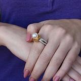 Золотое кольцо Воздушная лилия в комбинированном цвете с жемчугом и бриллиантами