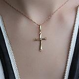 Золотой крестик желтого цвета с бриллиантом Небесное царство