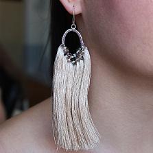 Серьги-кисточки из шелковых нитей с кристаллами Swarovski и содалитом Персефона