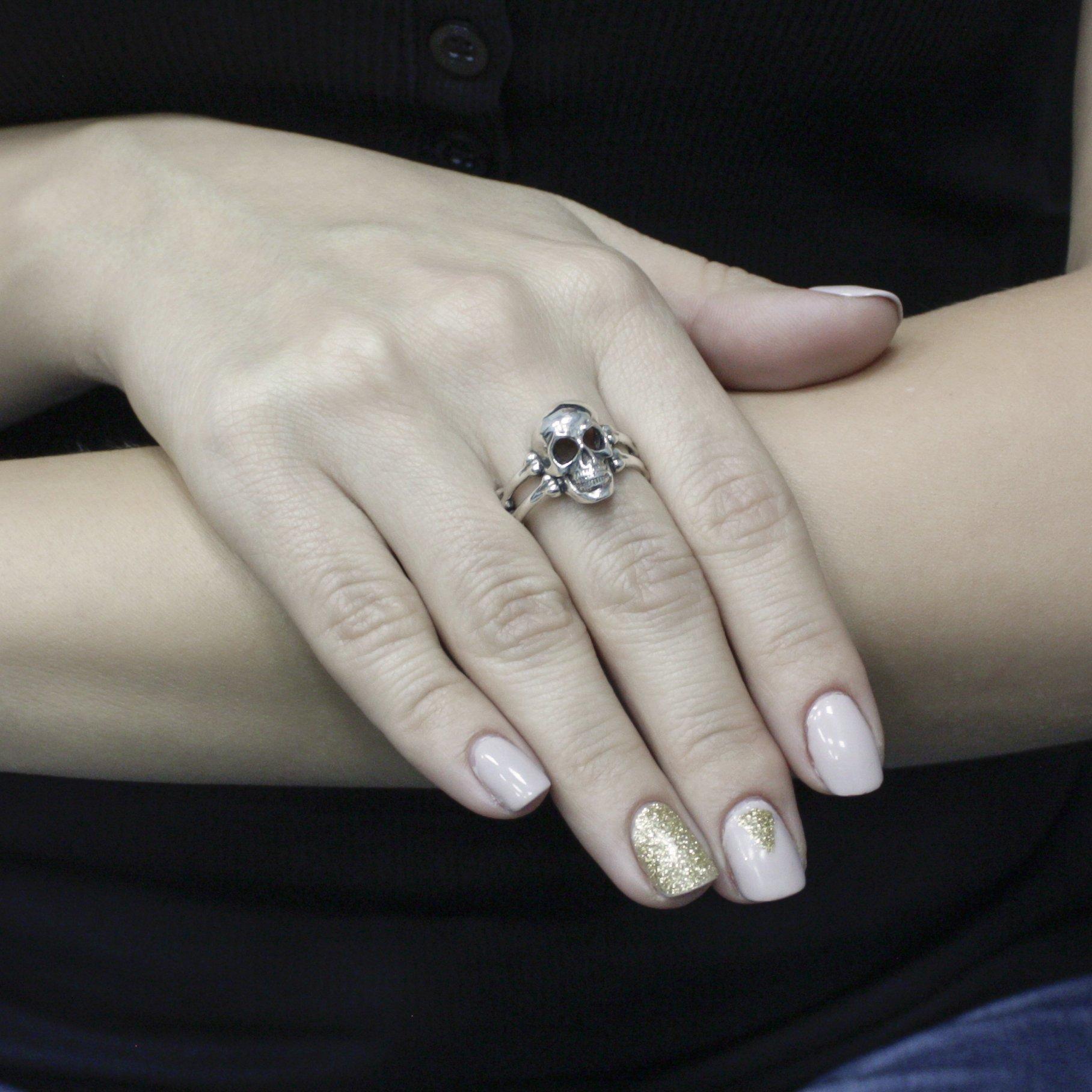 Серебряное кольцо Череп с шинкой в форме косточек и чернением