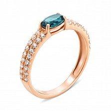 Кольцо из красного золота с голубым топазом и фианитами 000134390