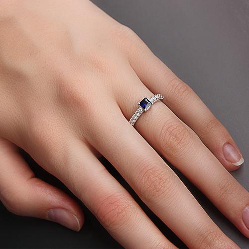 Золотое кольцо в белом цвете с сапфиром и бриллиантами Исабэль 000026491