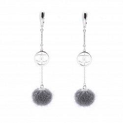 Серебряные серьги-подвески в стиле Шанель с белыми фианитами и меховыми шариками 000087985