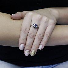 Серебряное кольцо Аурика с синтезированным сапфиром, черными и белыми фианитами