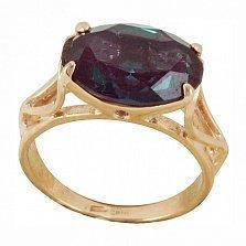 Золотое кольцо Белла в красном цвете с узорной шинкой и синтезированным александритом