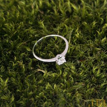 Золотое кольцо Крылья надежды в белом цвете с фианитом в касте-бабочке 000080019