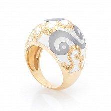 Дизайнерский перстень Зимний орнамент в желтом золоте с насечками и белой эмалью