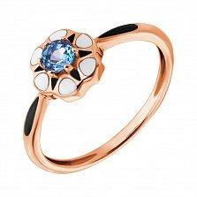 Золотое кольцо Нежная ромашка с голубым топазом, белой и черной эмалью