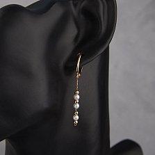 Золотые серьги-подвески Нежная Лиза с жемчугом и круглыми элементами на цепочке